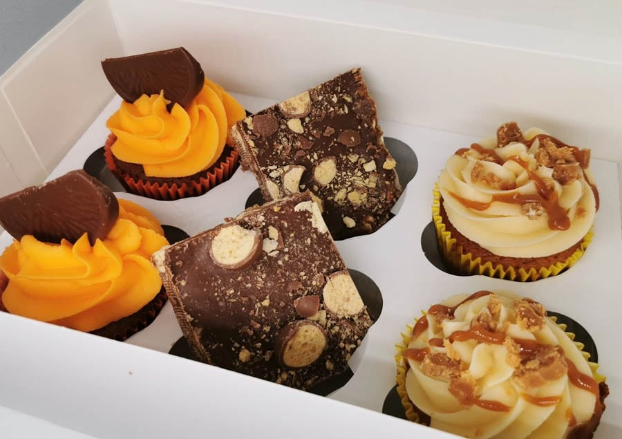 dundee cake delivery boxes